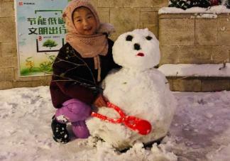 2019陪孩子堆雪人发朋友圈心情说说 微信晒陪孩子堆雪人的心得