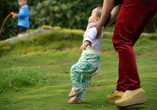 宝宝站的早会导致腿变弯吗 宝宝过早学站立的危害