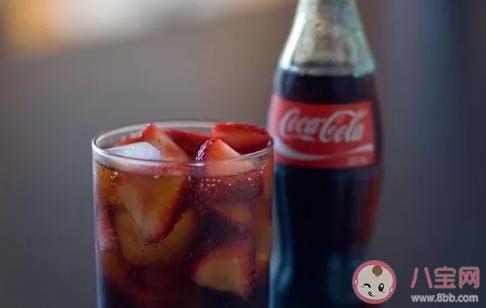 罐装可乐比瓶装更好喝是真的吗 为什么罐装可乐比瓶装更好喝