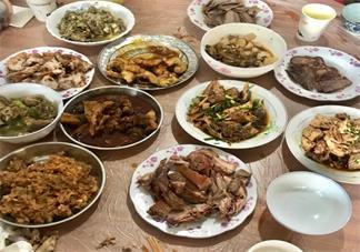吃团年饭发什么说说句子 一家人吃团年饭的句子心情