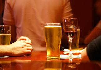 春节期间哪些疾病人群不能喝酒 春节期间严格禁止喝酒的几类人群