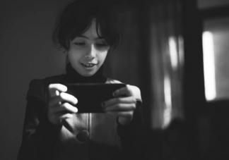 孩子什么年龄适合玩手机 孩子玩手机最多玩多长时间
