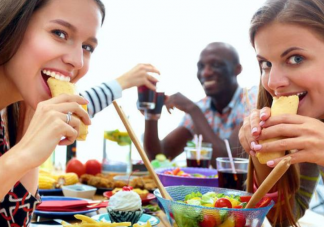 吃饭进食过快好吗 进食过快有哪些危害