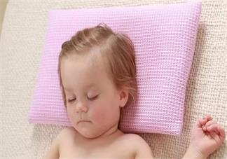 宝宝多大睡枕头比较好 要怎么选择适合孩子睡的枕头