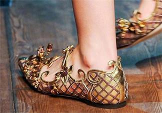 第一次穿高跟鞋的经历 第一次穿高跟鞋是什么感觉 