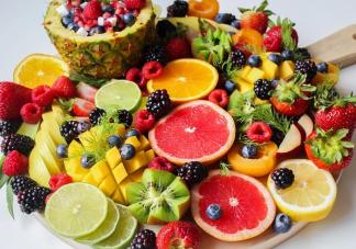 吃水果和喝果汁哪种更有利于营养吸收 吃水果和喝果汁有什么好处和坏处