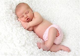 宝宝吃母乳攒肚子怎么办  如何正确对待宝宝攒肚子2020