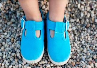 哪几种鞋子不适合给孩子穿 不同年龄段的挑鞋要点