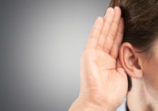 耳朵油的人都有狐臭吗 油耳朵是什么原因造成的