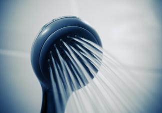 女人洗澡盆浴还是淋浴好 女性洗澡要注意哪几点