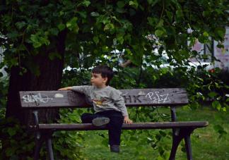 自卑到骨髓的孩子是怎么养出来的 父母哪些行为会造成孩子自卑