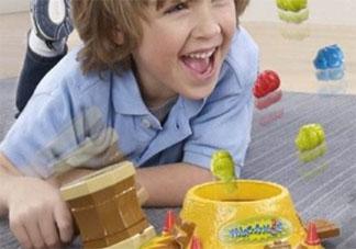 孩子总是乱丢自己的玩具不爱惜怎么办 如何让孩子学会爱惜身边的东西