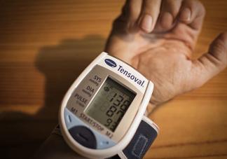 夏天的血压比冬天血压低吗 高血压患者在夏季必须注意的6件事