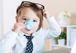 孩子喜欢边吃饭边喝水是什么原因 孩子喜欢边吃饭边喝水怎么办