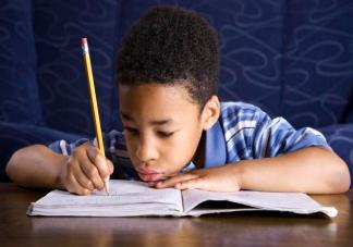 孩子写作业不专心是怎么回事 孩子写作业分神怎么办