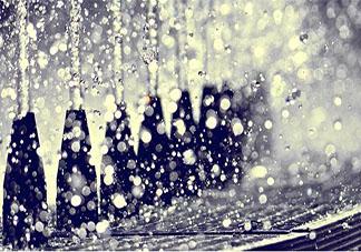 形容突然狂风暴雨的说说 一场猝不及防的暴雨说说