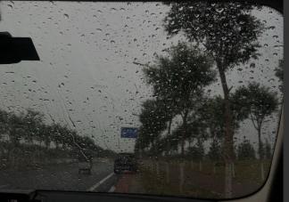 下雨打雷被惊醒的朋友圈说说 从睡梦中被雷声