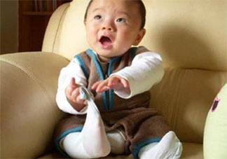 宝宝喜欢扯自己的袜子是为什么 宝宝袜子一穿就扯掉怎么办