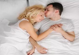 男人睡觉前什么行为是非常爱你 睡前前爱你的行为表现