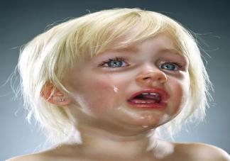 爱假哭的孩子更聪明吗 怎么判断孩子是不是假哭