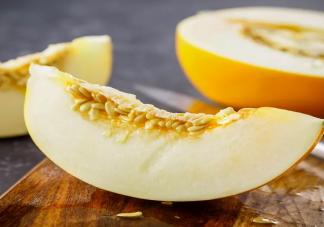 香瓜里的籽可以吃吗 香瓜一天吃多少最合适