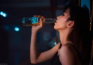 喝酒被爸妈撞见是什么体验 当代青年喝酒的各种姿势