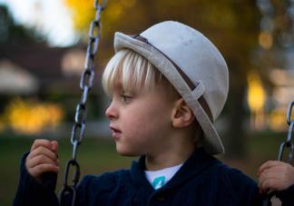 内心极度自卑的孩子一般经历过什么 内心极度自卑怎么办