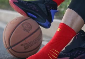 篮球袜怎么套在裤脚上 篮球袜怎么穿好看
