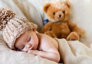 夏天宝宝睡觉能裸睡吗 夏天宝宝睡觉穿什么