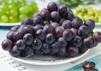 宝宝吃葡萄过敏有哪些症状 吃葡萄为什么会过敏