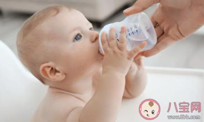 孩子戒奶瓶可以用什么杯子 不戒奶瓶的危害