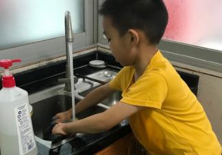 儿子洗碗的朋友圈说说 表扬孩子洗碗的感言说说
