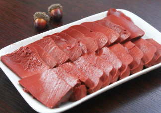 吃完猪血为什么会拉黑色大便 吃猪血拉黑色便便是在排毒吗