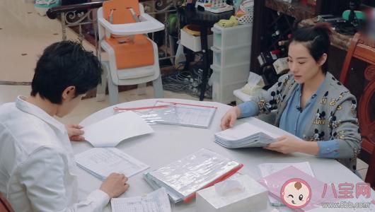 刘璇晒八本育儿日记怎么回事 育儿日记有必要写吗