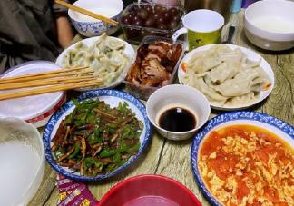 一家人一起吃饭简单幸福的说说 晒一家人吃饭配图短句