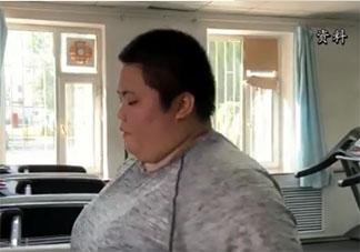 300斤女孩一年减掉半个自己是怎么回事 健康的减肥方式是什么