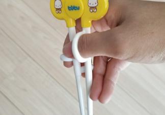 宝宝第一次拿筷子的心情说说说说 宝宝第一次拿筷子吃饭的感想句子