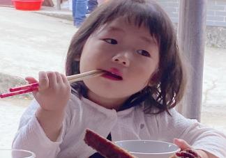 晒宝宝吃饭发朋友圈说说 形容孩子吃相萌心情说说