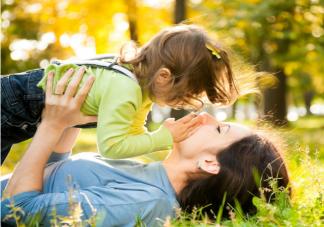 为什么孩子和父母越来越没话说 孩子不愿意沟通嫌你烦怎么办