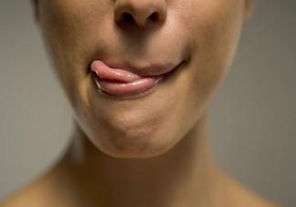 嘴唇越舔越容易干裂是因为什么 支付宝蚂蚁庄园1月17日问题
