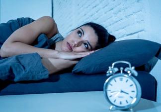 熬夜后白天补觉对身体有什么影响 几点睡觉是最好的时间