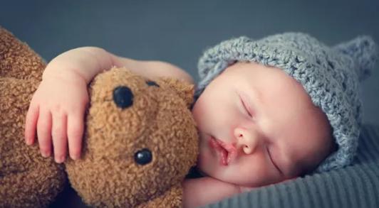春天出生的宝宝应该如何准备衣物 新生儿适合的衣服推荐