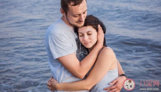 爱一个人会不断示弱什么意思 爱情里不断示弱的表现