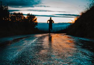 晚上跑步减肥能吃东西吗 跑步饮食注意事项