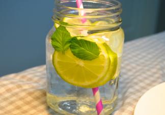 柠檬水泡久了为什么会发苦 泡柠檬水有苦味怎么办