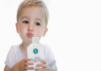 宝宝多大可以用漱口水 儿童漱口水是越甜越好吗