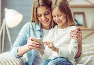 子女手机依赖行为会受父母影响吗 父母玩手机对孩子的影响