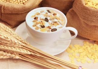隔夜燕麦杯适合早餐长期吃吗 燕麦杯4种搭配风味好吃做法