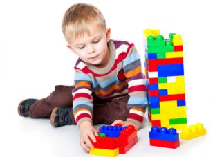 在家玩乐高和乐高早教班的区别是什么 玩乐高能培养孩子哪些能力