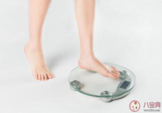 体重忽高忽低是怎么回事 怎么正确称体重